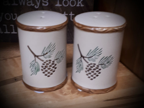 Salt & Pepper Shaker Set