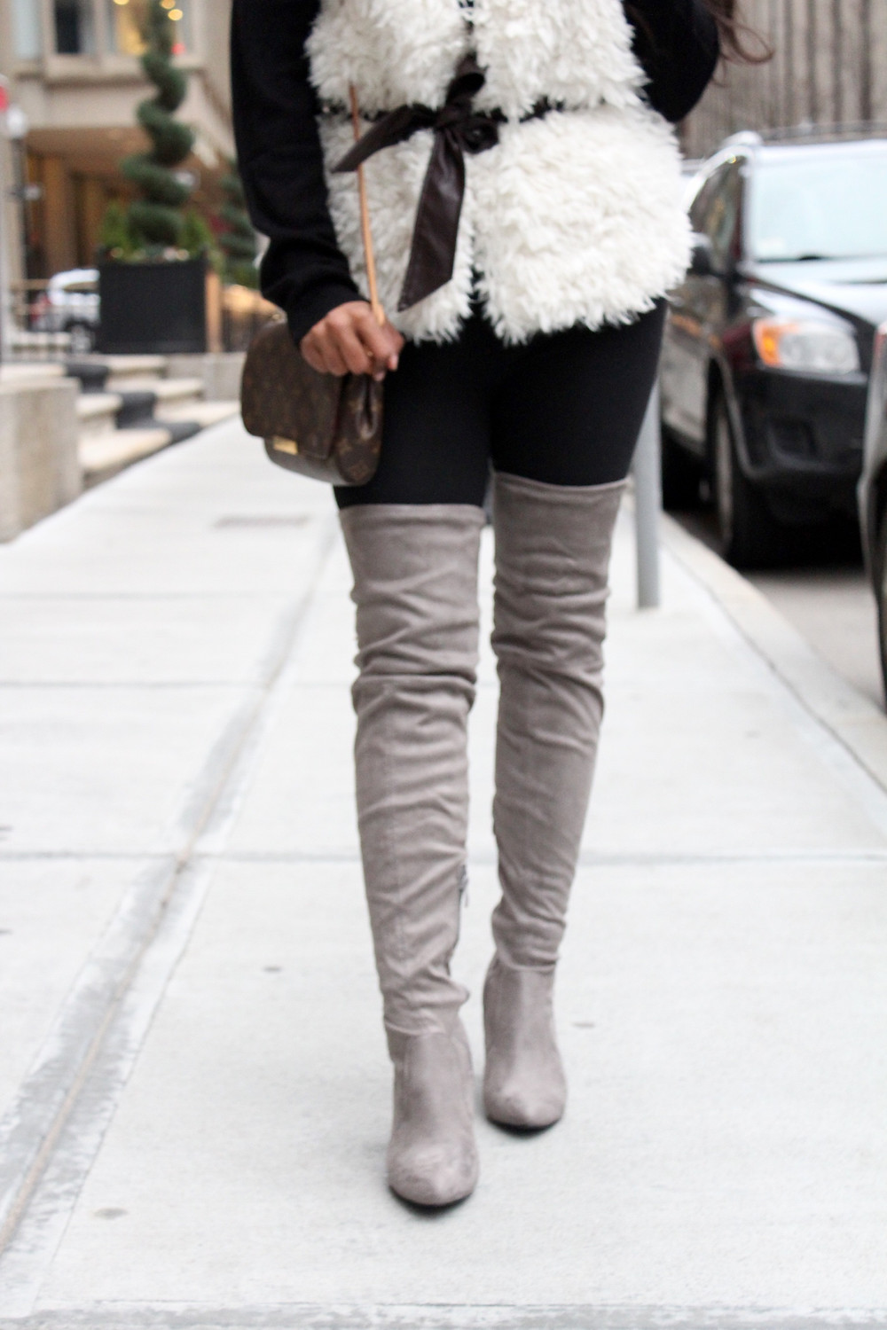 WHITE FAUX FUR VEST