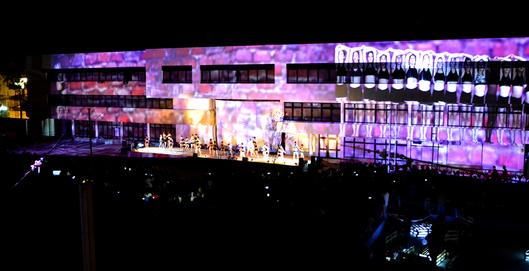 Multimedia show