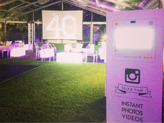 Photobooth + Instagram + Projection
