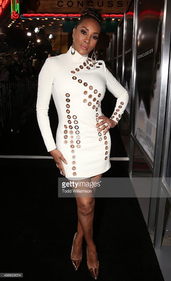 vivica-a-fox-attends-a-screening-of-columbia-pictures-concussion-at-picture-id498628074