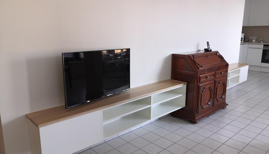 Wohnzimmer-Möbel aus lackiertem MDF und Eiche-Massiv
