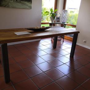 Antik Eiche-Tischplatte mit modernen Tischbeine aus Stahl