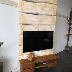 TV-Wand aus massivem Ahorn und Nussbaum