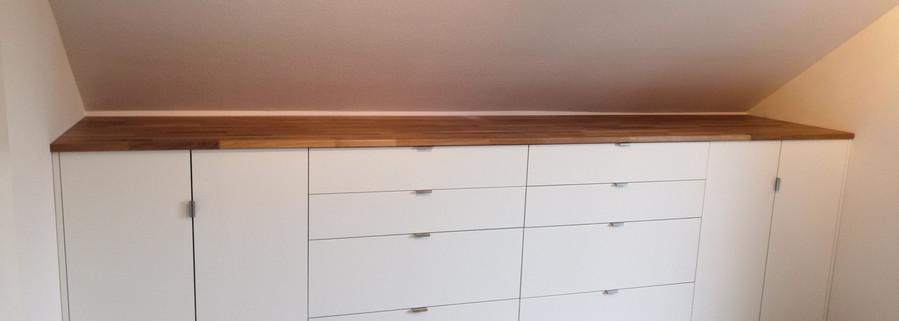 Einbauschrank  in weiß/matt, Ablage  Eiche-Massiv