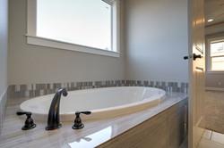 Lot 18 bath tub