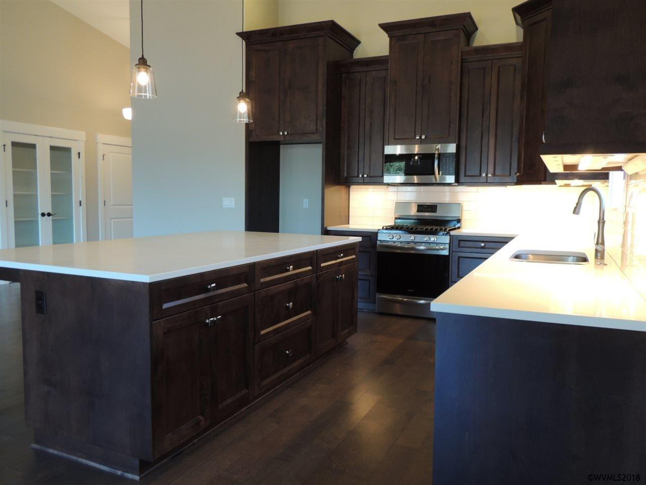 lot 21 kitchen