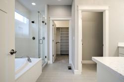 Lot 26 master bath (2)
