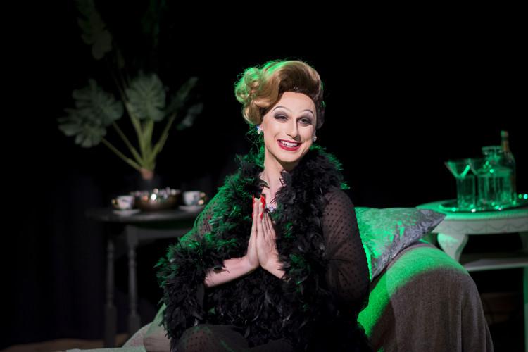 Vivienne de Vil in 'With One Look'