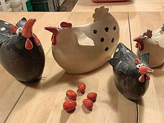 Hühner aus Ton