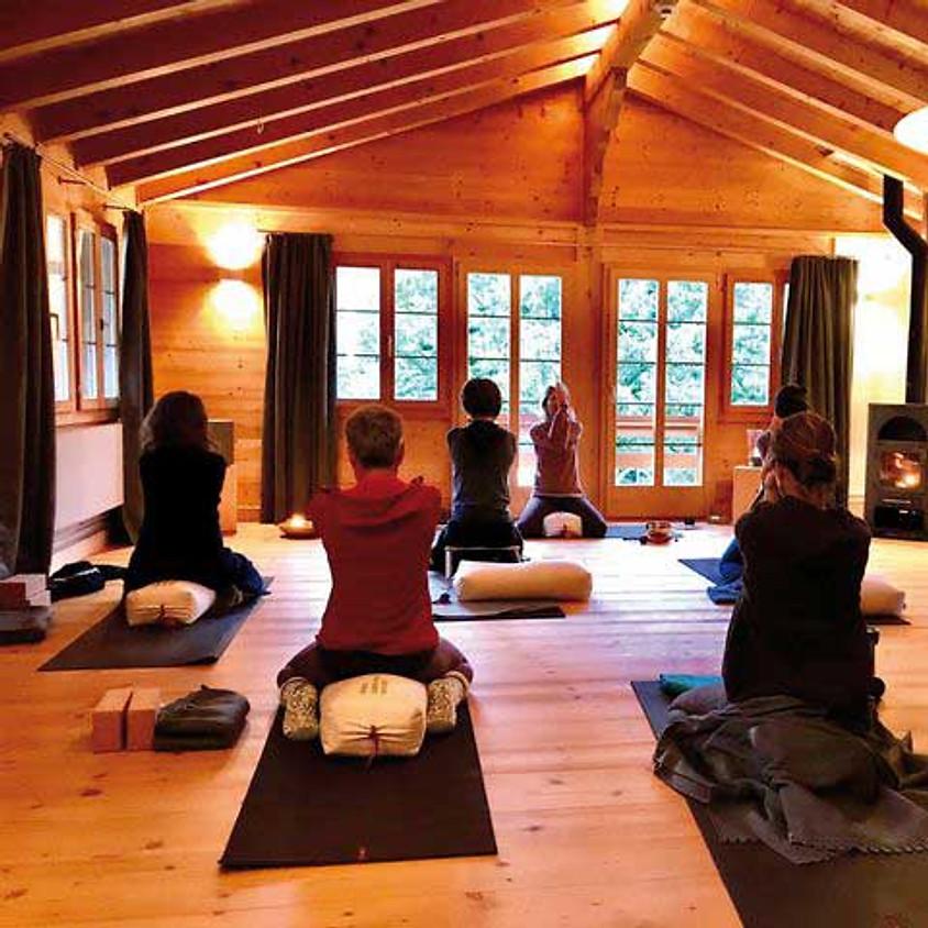 AUSGEBUCHT   Pink Ribbon Yoga Session