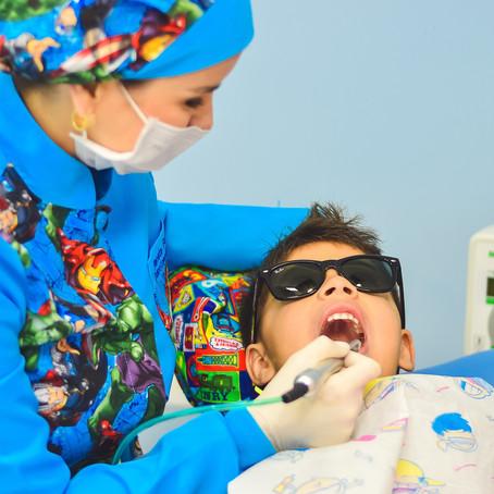 كيف نعتني بأسنان أطفالنا؟