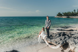 Wedding Photos on the beach of the bahamas