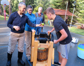 Running the apple press