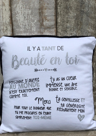 """Coussin Blanc """"Il y a tant de beauté en toi"""""""