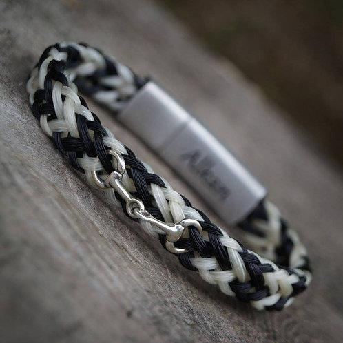 Bracelet large avec mini mors en argent et fermoir en acier gravé
