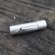 Fermoir tube couleur acier brossé