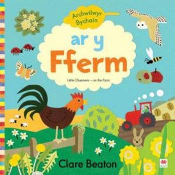 Cyfres Archwilwyr Bychain: Ar y Fferm - Clare Beaton