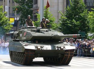 800px-Leopard_2_-_Spain.jpg