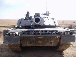 Front_view_of_a_Ariete_tank.jpg