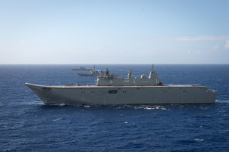 HMAS_Canberra_sailing_in_formation_at_RI