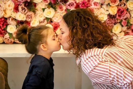 kiss-5003395_1280.jpg