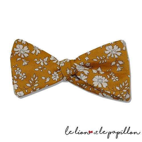 Nœud papillon Liberty capel moutarde fleurs blanches
