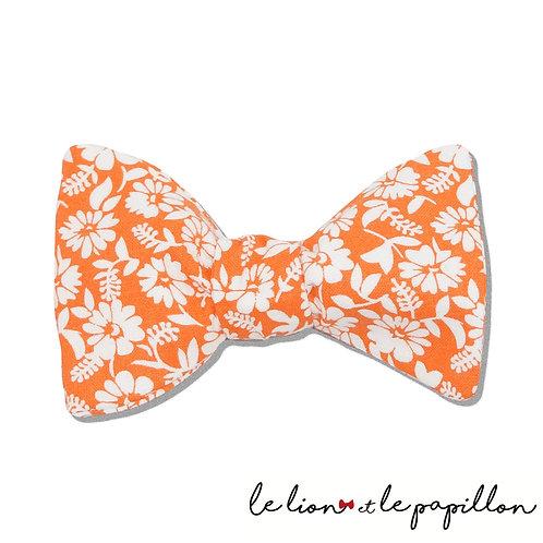 Noeud papillon orange fleurs blanches