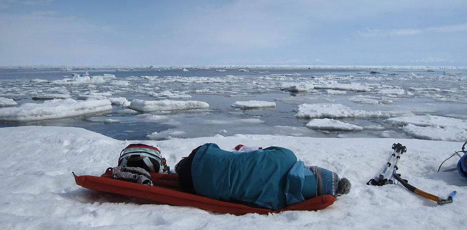 網走氷瀑7流氷を見ながら休憩.JPG