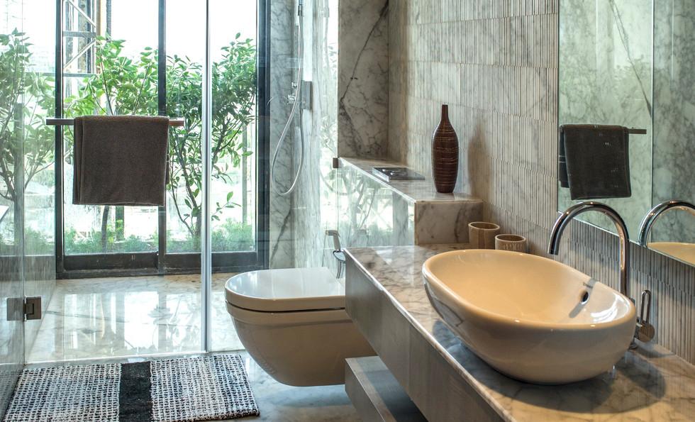 guestroombathroom2_edited.jpg