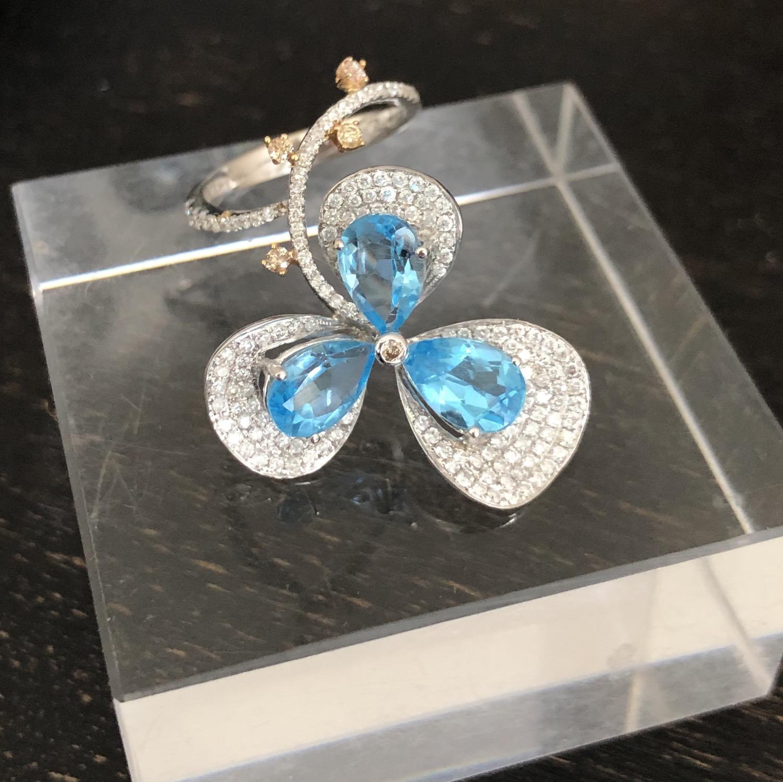 Topaz & diamondring