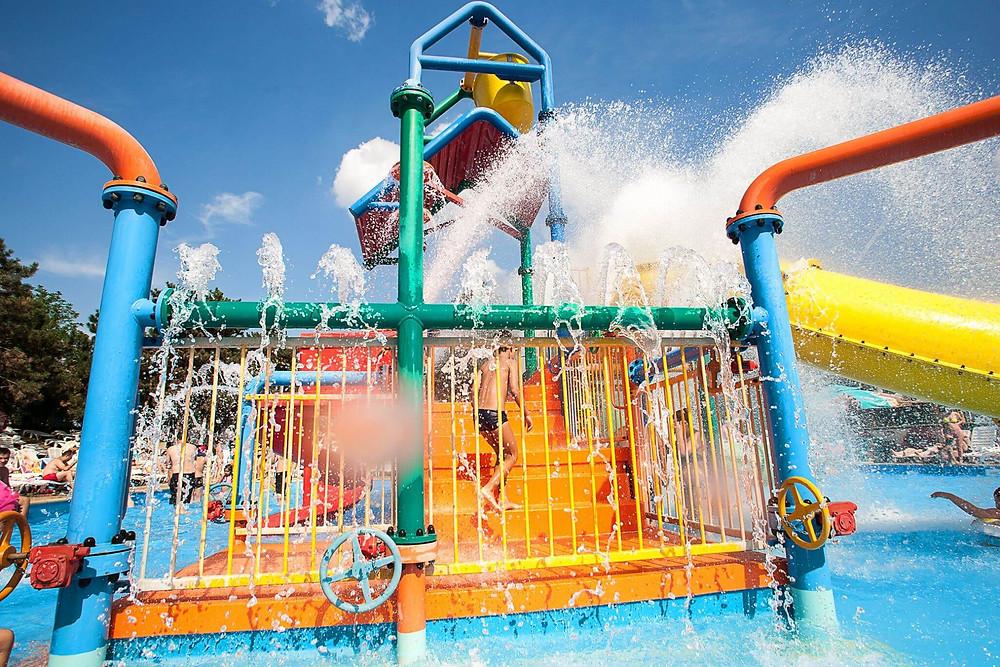 5 piscine child-friendly pentru cei mici