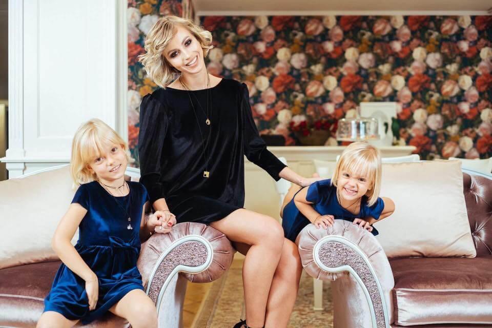 Actrița Andreea Perju, un super-erou pentru fiicele sale