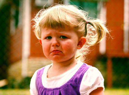 Tips & tricks: cum îi calmezi tantrumurile copilului?