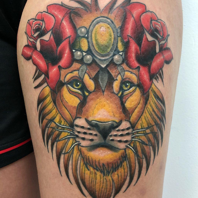 New School Lion with Roses by Tote
