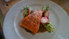 salmón con salsa rosa mosqueta