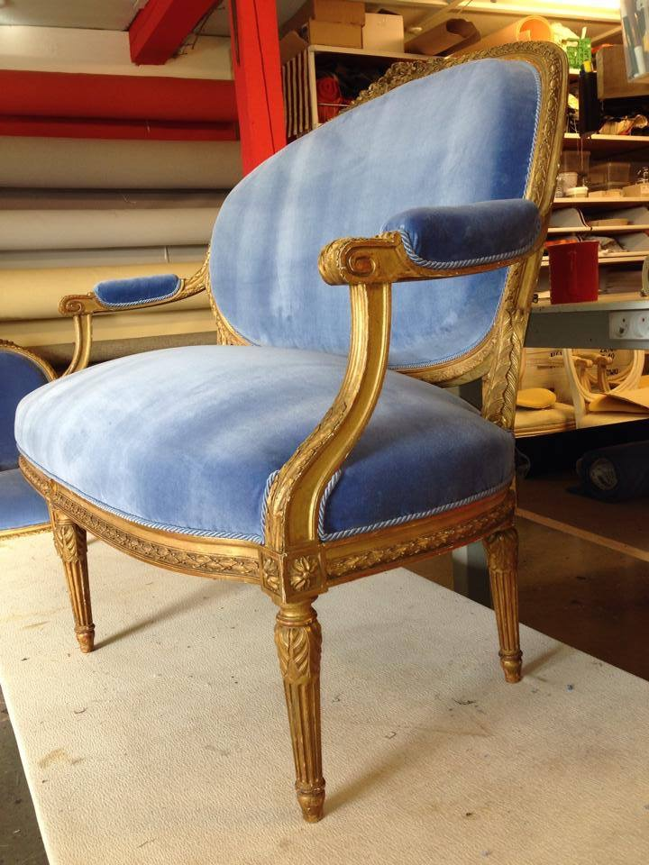polstrinf af en antik sofa