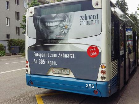 Zahnarztzentrum_Bus_Heckwerbung.jpg