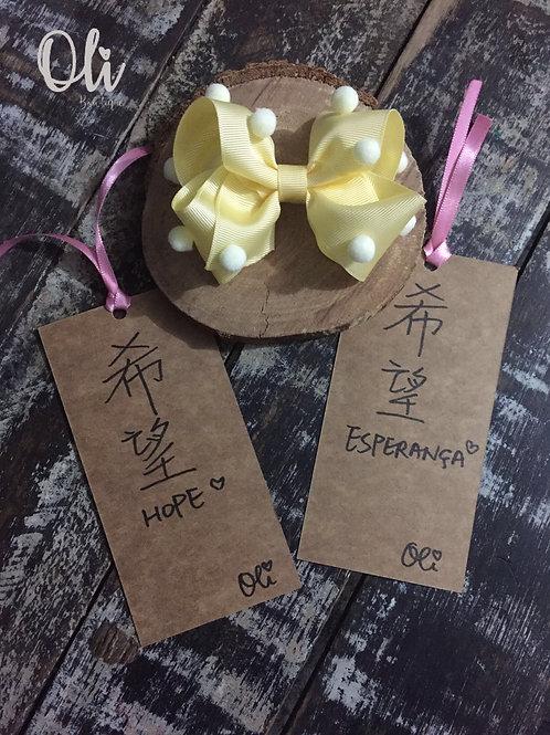 Laurinha boutique bows with pompoms • Laço boutique com pompoms Laurinha