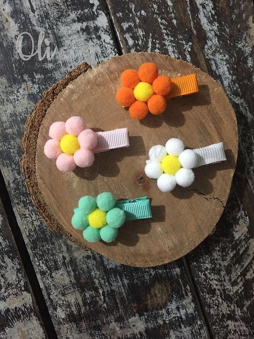 Pompom flowers hair clip or headband • Faixa ou hair clip flores de pompoms