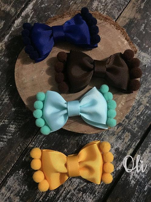 Mila bow with pompoms • Laço Mila com pompoms
