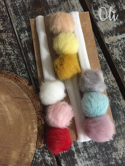 Fluffy pompom headband • Faixa de pompom pelúcia