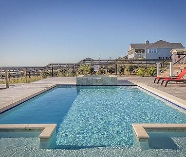 swimming-pool-389267_640.jpg