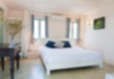 Photo in bed room type - Google Photos c