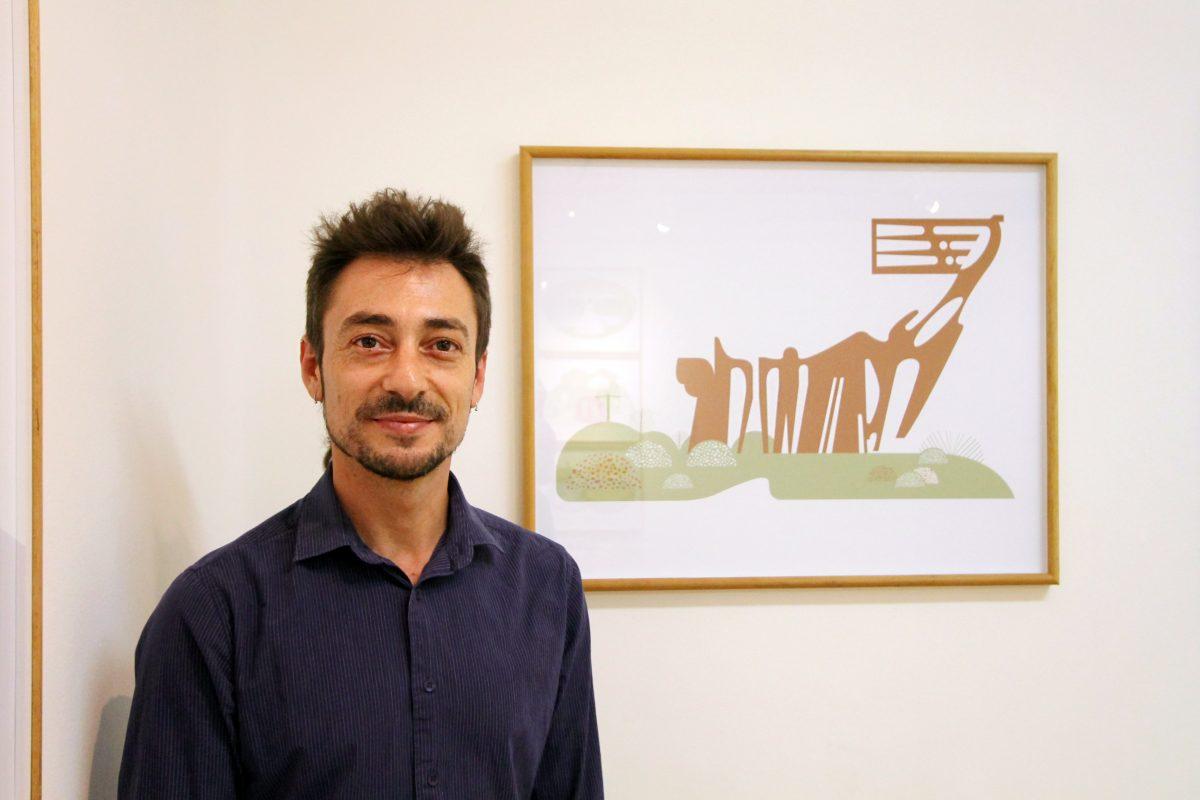 Tupax com quadro Monumento aos Açorianos - Foto Igor Sperotto