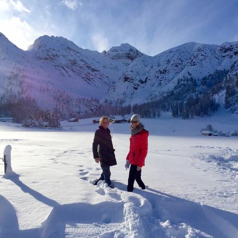 Snowy hike in Sertig