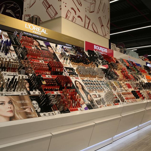 L'Oreal - Auchan makeup island