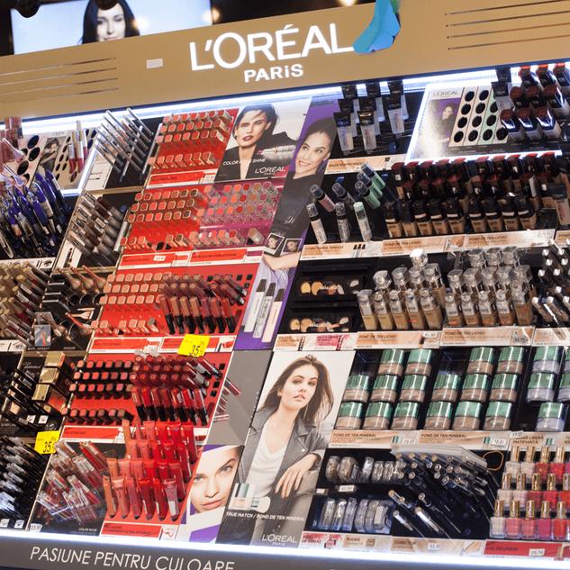L'Oreal - Carrefour makeup island
