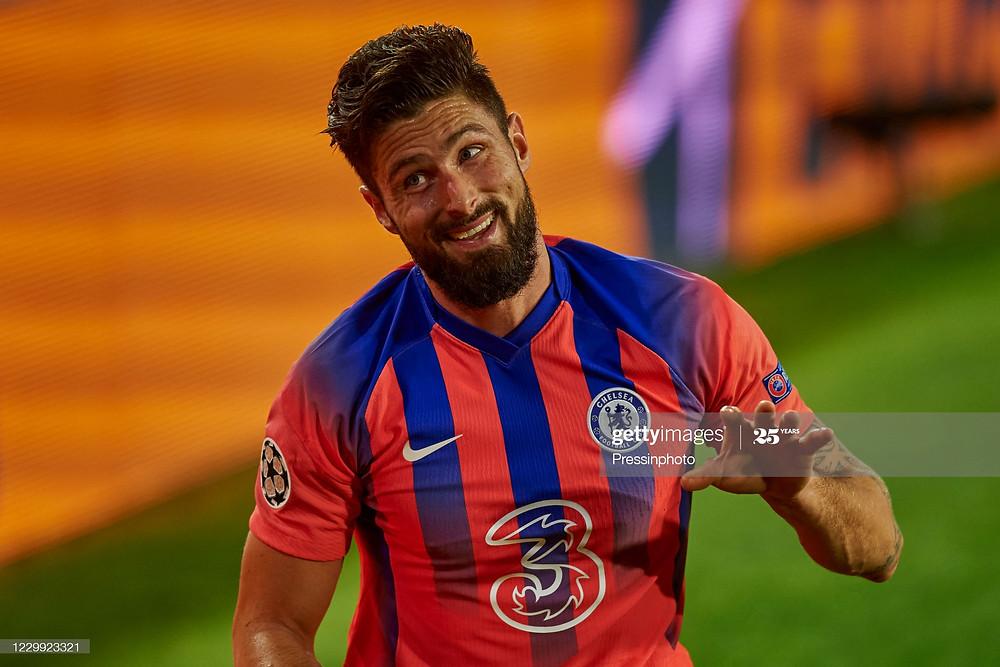 Giroud marcou quatro gols na vitória contra o Sevilla fora de casa