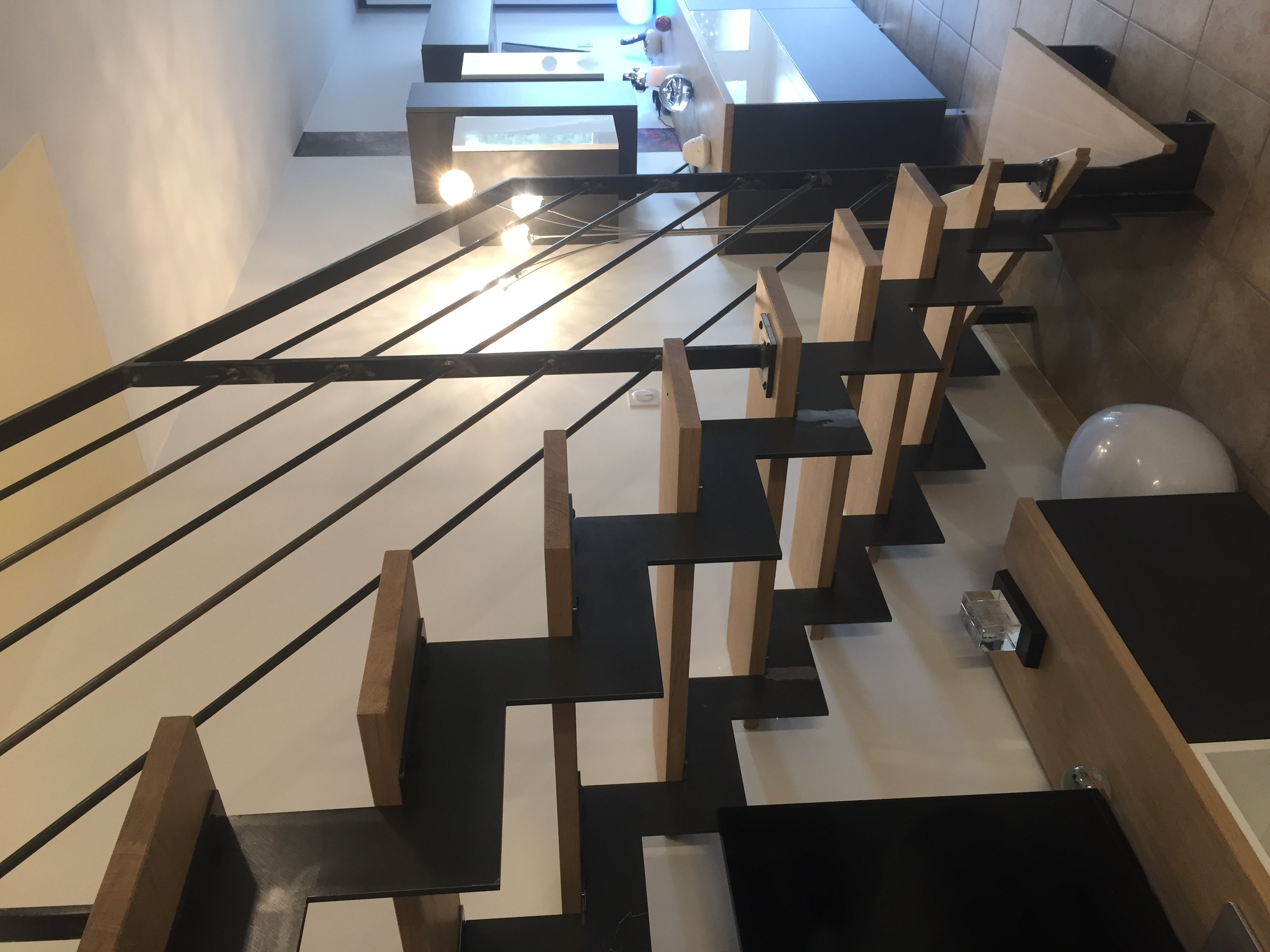 Escalier en acier brut et bois